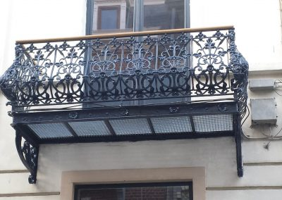 Balkon in smeed- & gietijzer